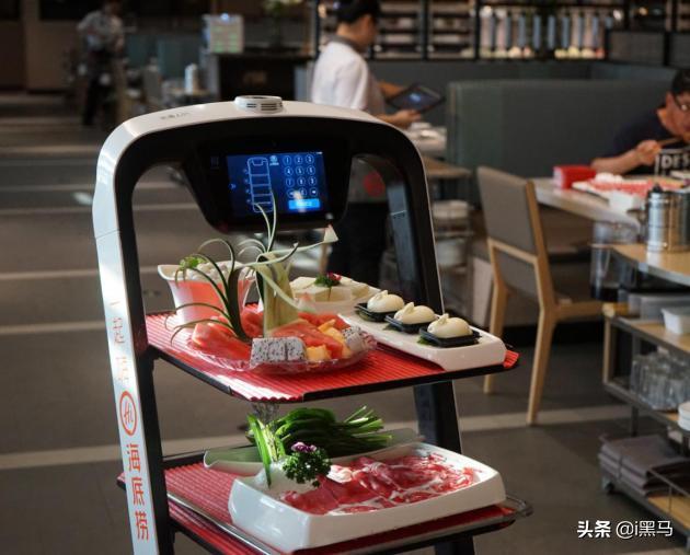 科技赋能餐饮实现品牌进化,行业巨头用送餐机器人构筑智慧餐厅