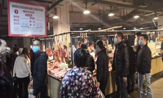 """四川富顺包席酒店转型""""送外卖""""每天接200单 小区开启""""微信买菜+门卫提货""""模式"""