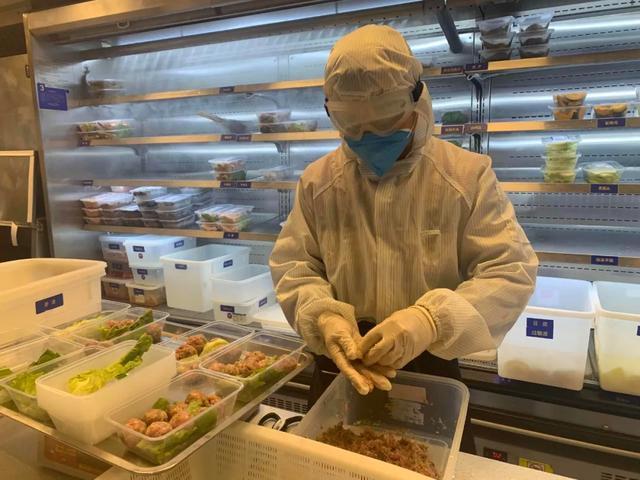 重庆火锅老板送外卖第2天,2000个吃货加了他微信