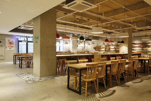 AI识别、降本增效、安全就餐:智慧食堂的解决方案